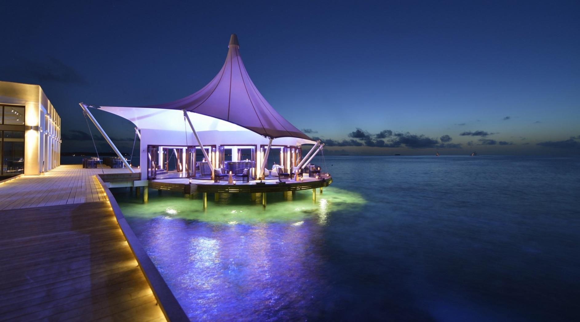 Maldivas-in-tensile-architecture-